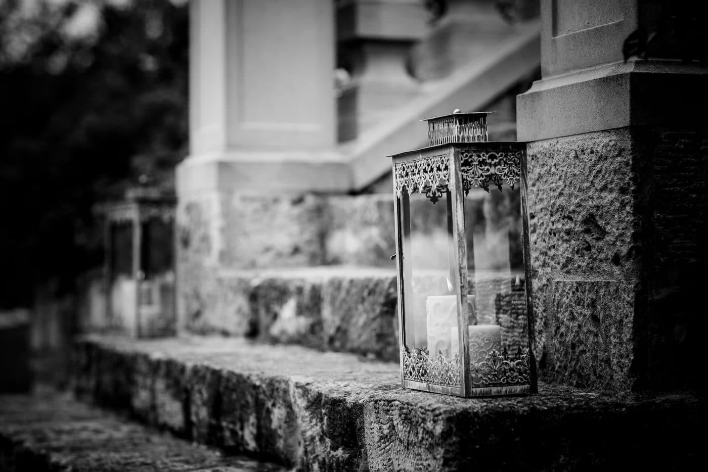 Laternendekoration im Garten der Residenz Jena