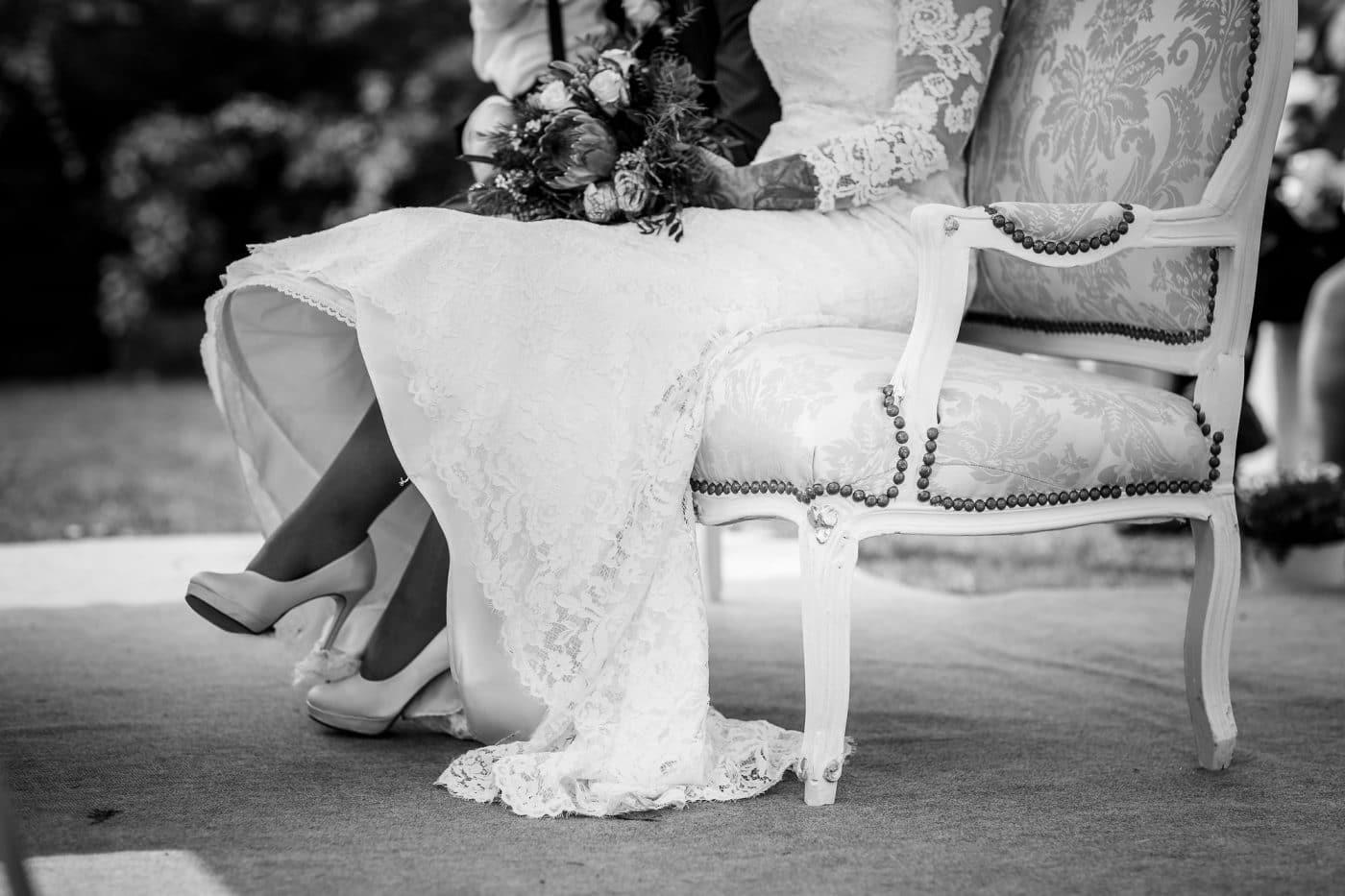 Braut wartet auf Bräutigam