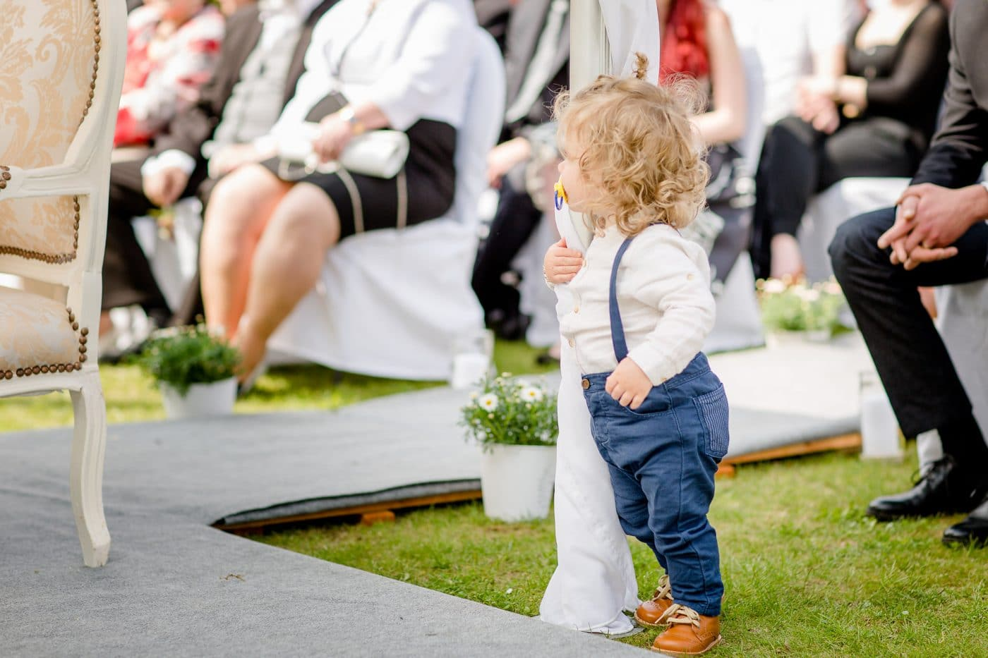 Kind bei einer Hochzeit