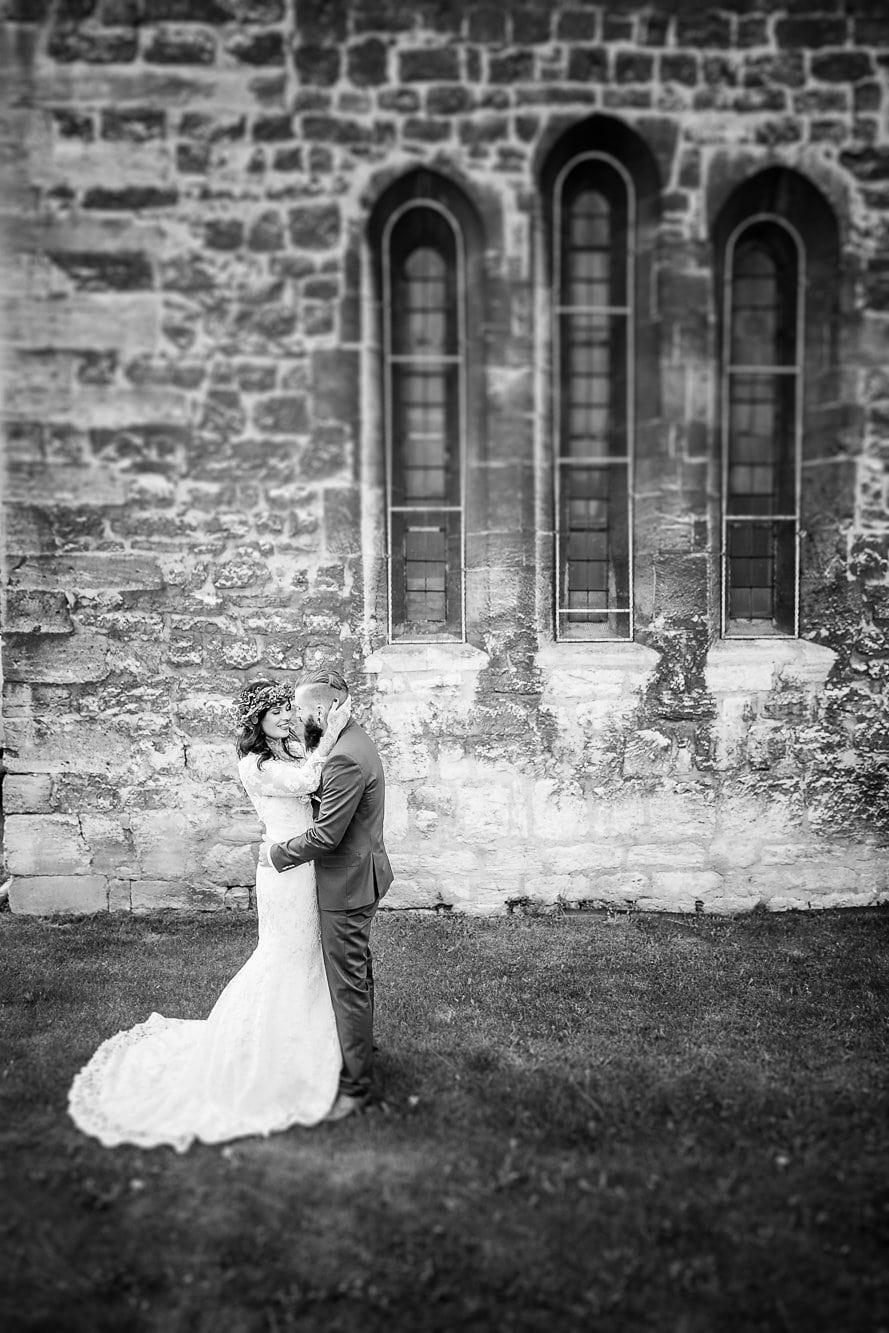Brautpaar vor der Kirche in Isserstädt