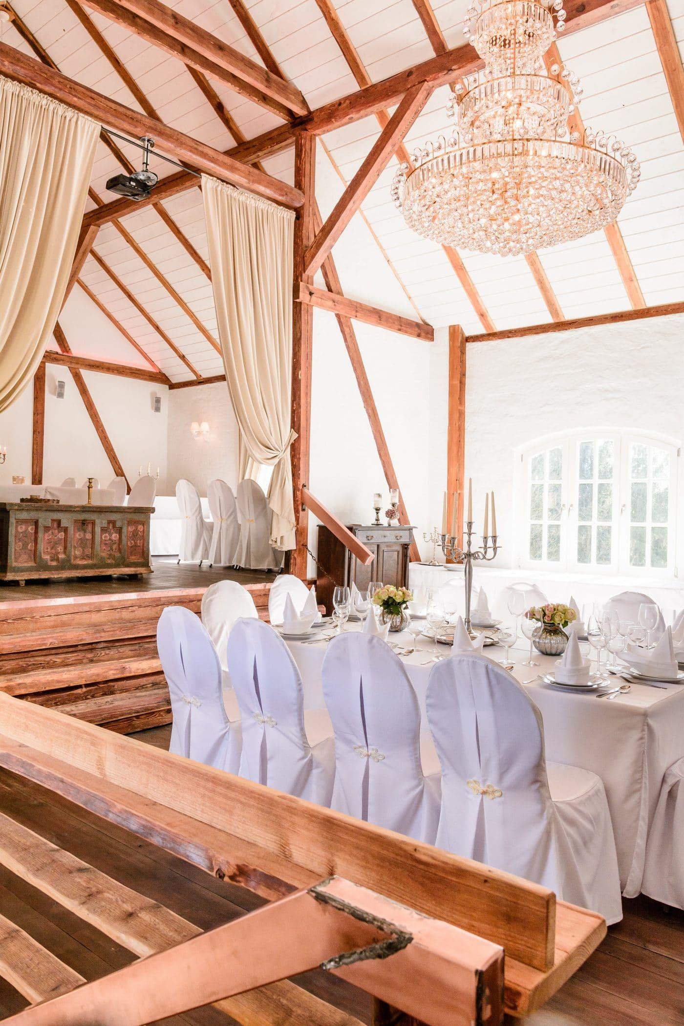 Hochzeitstisch eingedeckt